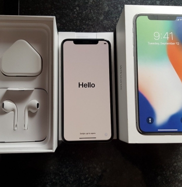 Apple iPhone X 64GB €390 iPhone 8 64GB €330